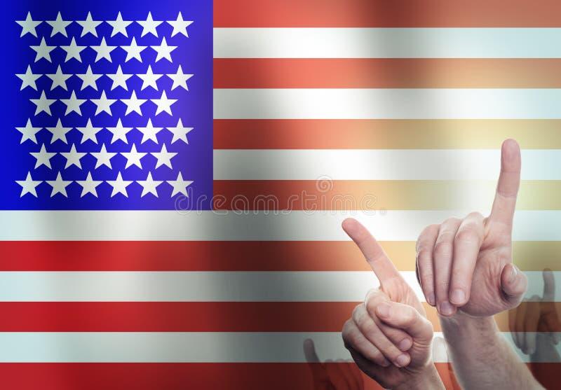 Hände auf dem Hintergrund der USA-Flagge Getrennt auf Schwarzem stockbilder
