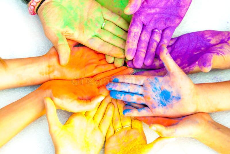 Hände in der Farbe lizenzfreie stockbilder