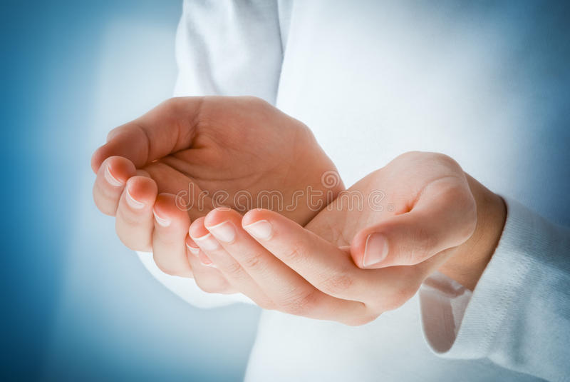 Hände in der Tat des Empfangens stockbild