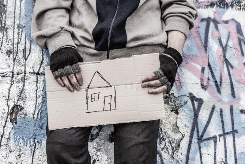Hände des obdachlosen Mannes lizenzfreie stockfotografie