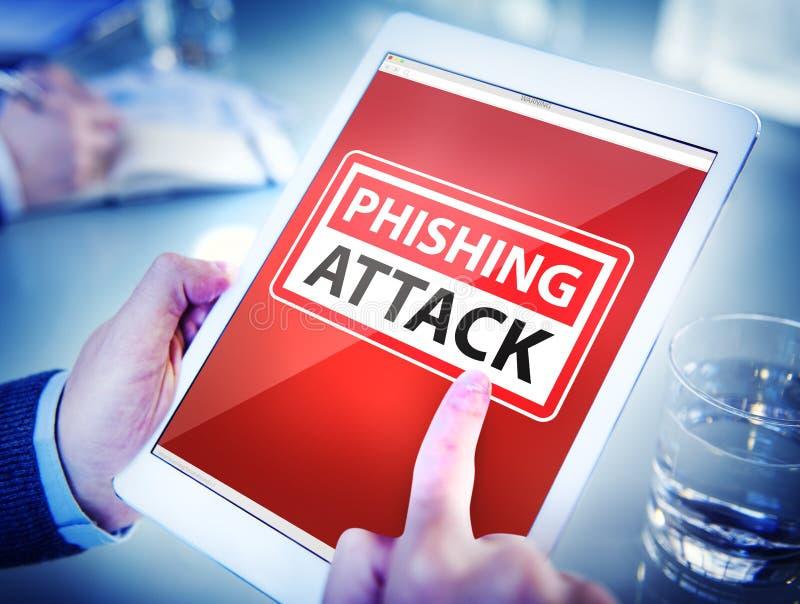 Hände, die Digital-Tablet Phishing-Angriff halten stockbild