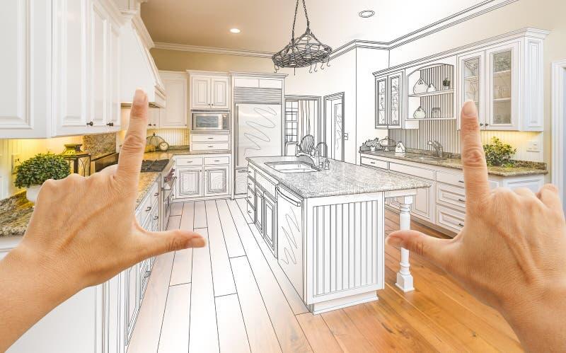 Hände, die Küchen-Konstruktionszeichnung und Foto C Gradated kundenspezifische gestalten stockfotografie