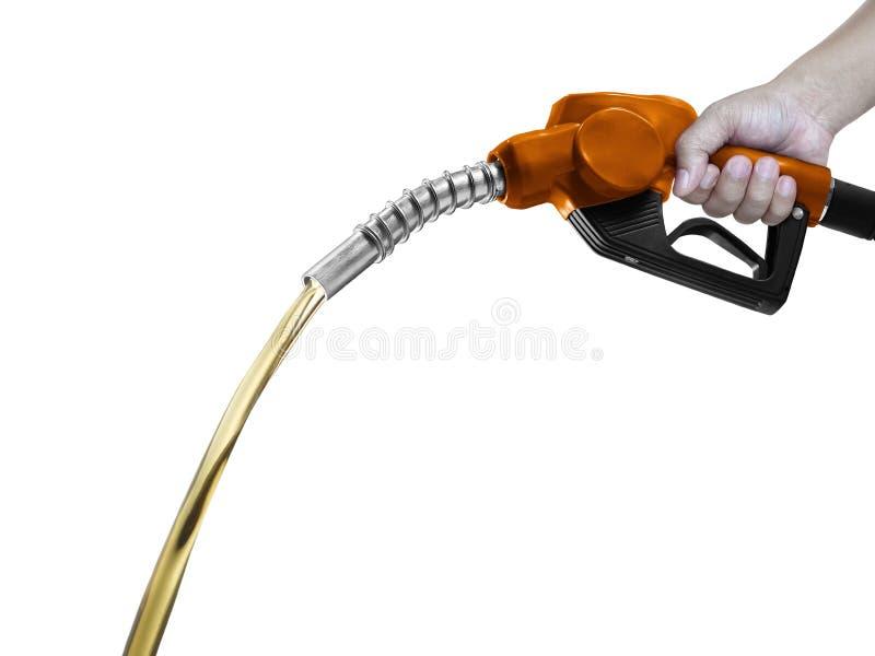 Hände, die orange Düse des Brennstoffs mit dem Schlauch lokalisiert auf weißem Hintergrund halten stockbild