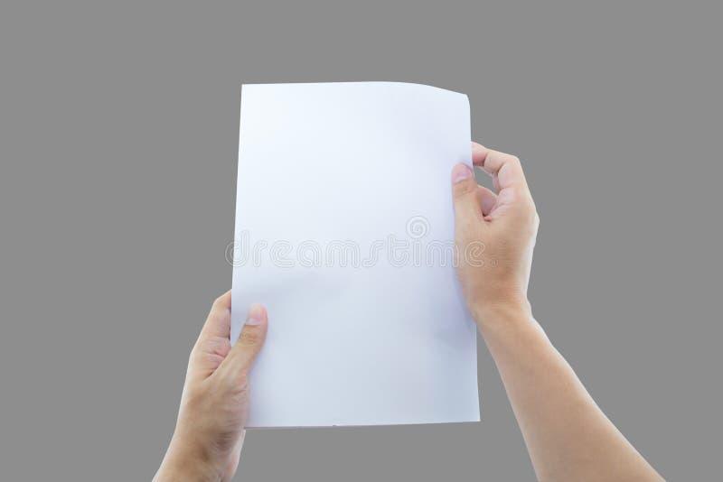 Hände, die Papiergröße des freien Raumes a4 für Briefpapier halten stockbild
