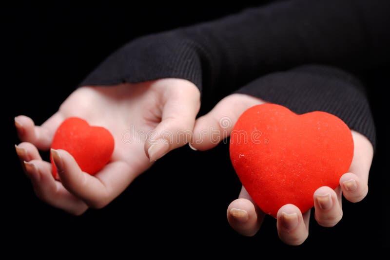 Hände, die zwei Innere anhalten stockbild