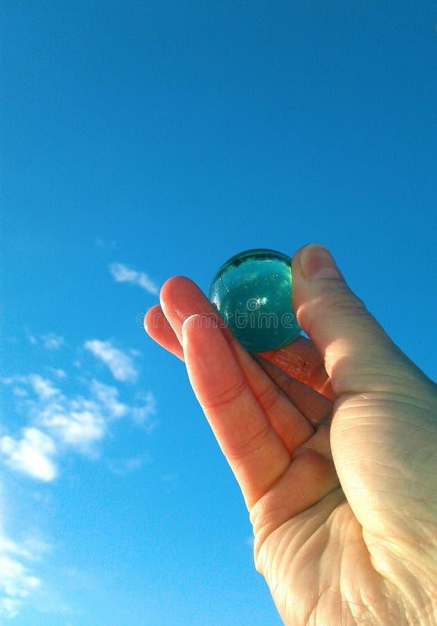 Hände im Himmel stockfotografie