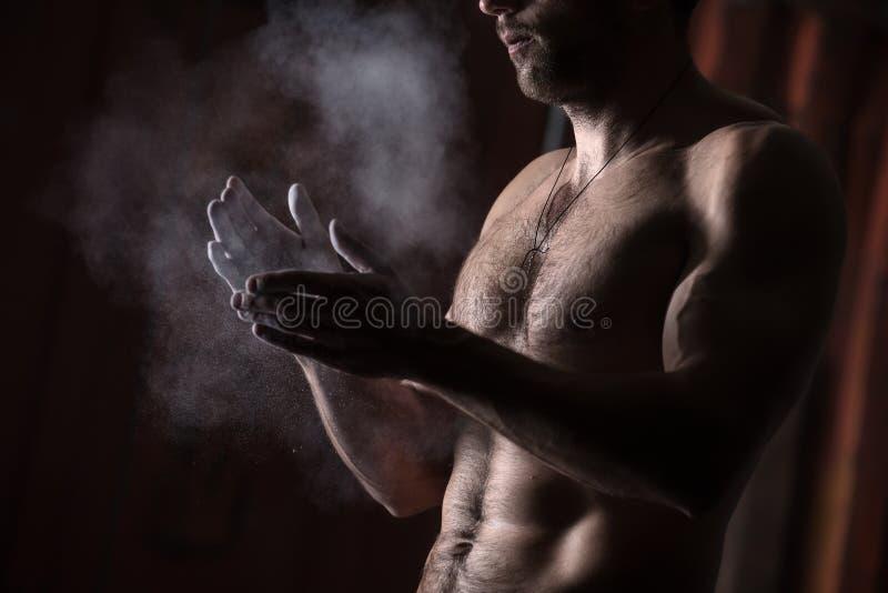 Hände mit Kreide stockfoto