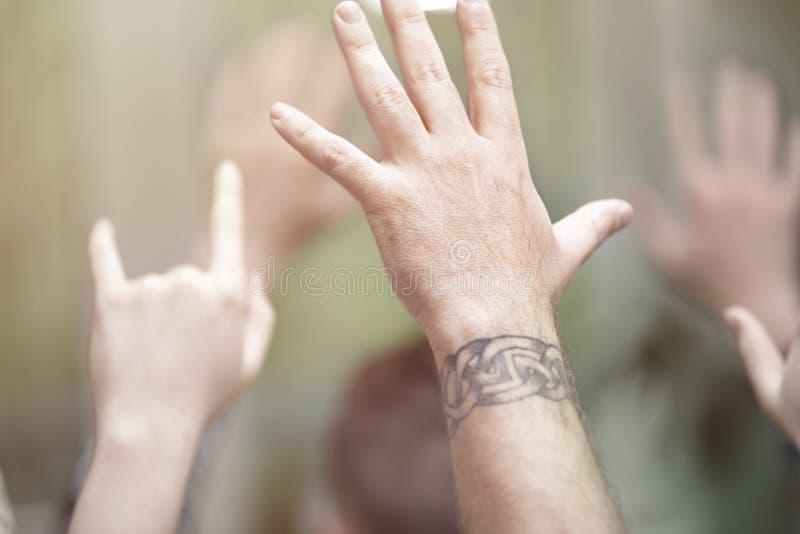 Hände oben stockfoto