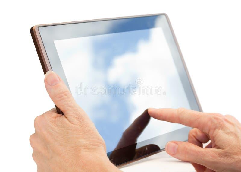 Hände unter Verwendung eines Tablette-Computers getrennt auf Weiß stockfotos