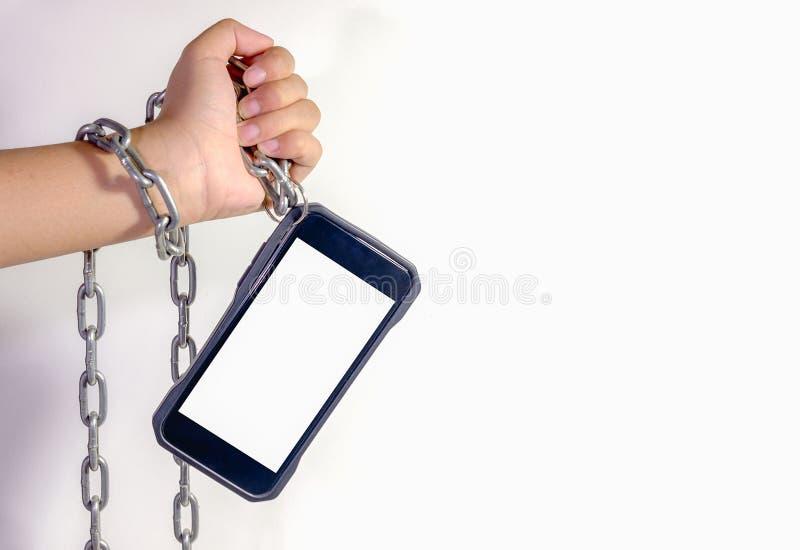Hände verkettet, Smartphone halten Es ist im täglichen Li unentbehrlich lizenzfreie stockfotografie