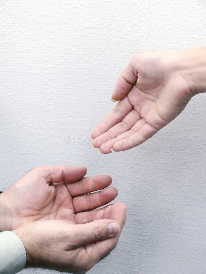 Hände von Leuten. Bewegung.