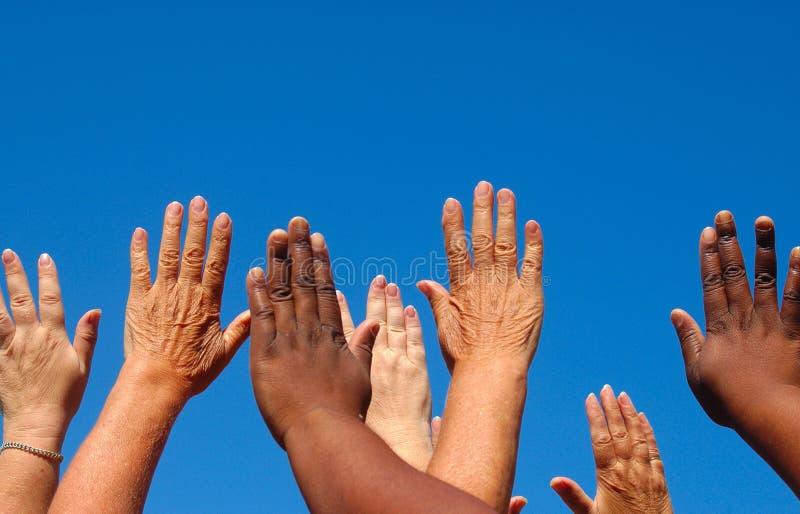 Hände zusammen angehoben stockfotografie