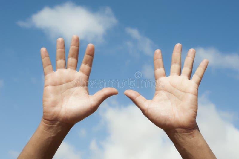 händer öppnar royaltyfri bild