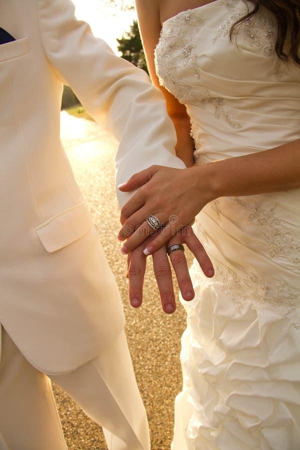 händer att gifta sig royaltyfria bilder