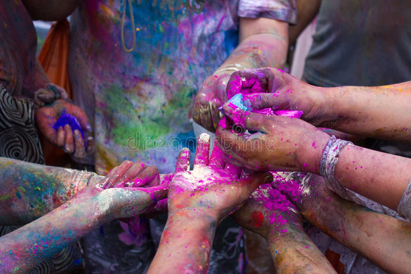 Händer av den Holi festivalen 2013 i Kuala Lumpur, Malaysia arkivfoto