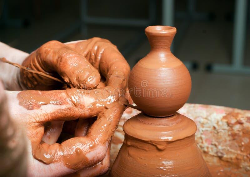 Händer av en keramiker arkivfoto