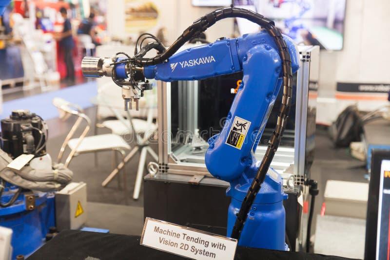 Händer för industriell robot royaltyfria foton