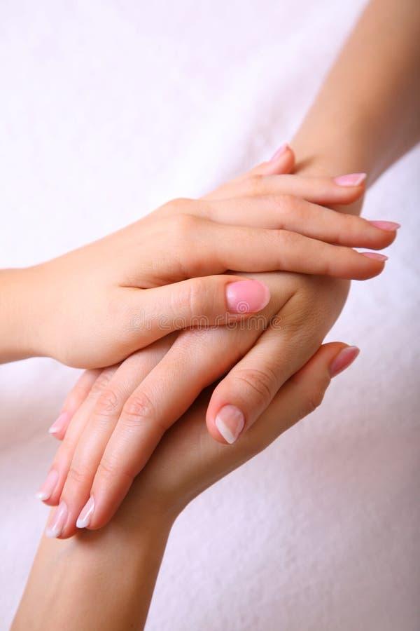 händer manicured tillsammans royaltyfri fotografi
