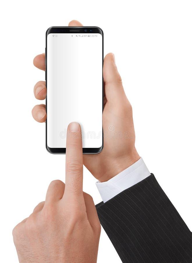 Händer som rymmer och använder en modern smartphone arkivfoto