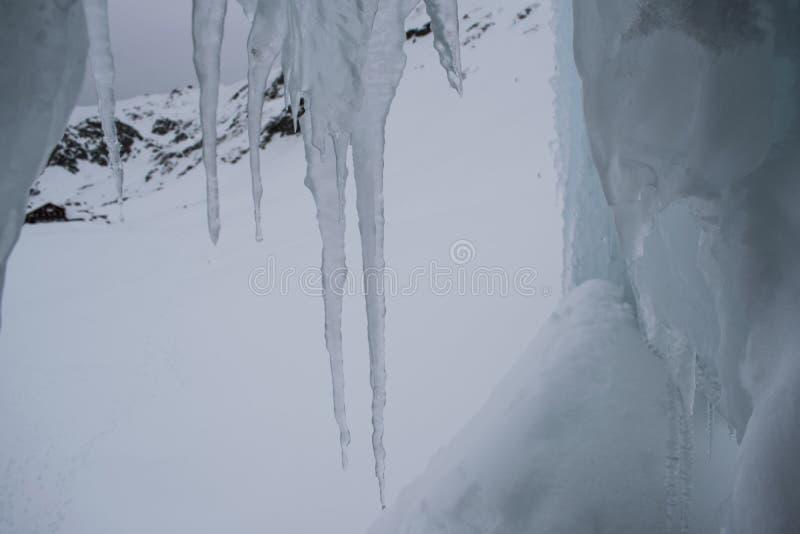 Hänga för is fotografering för bildbyråer