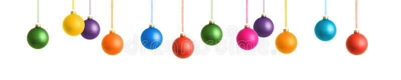 Hängande färgrika julstruntsaker som isoleras på vit bakgrund royaltyfri illustrationer