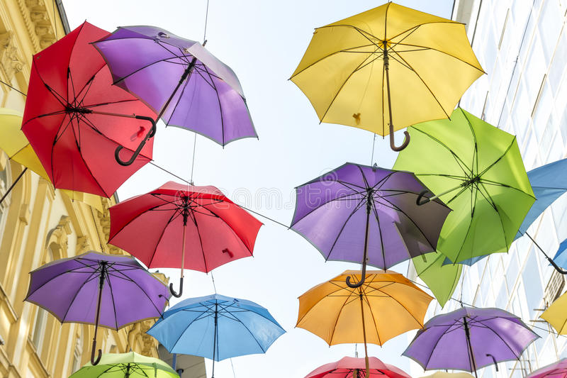 Hängande paraplyer royaltyfri foto