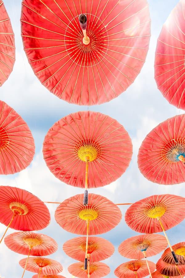 Hängande paraplyer royaltyfria foton