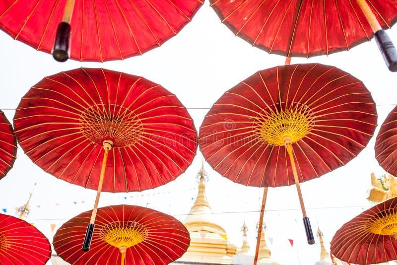 Hängande paraplyer fotografering för bildbyråer