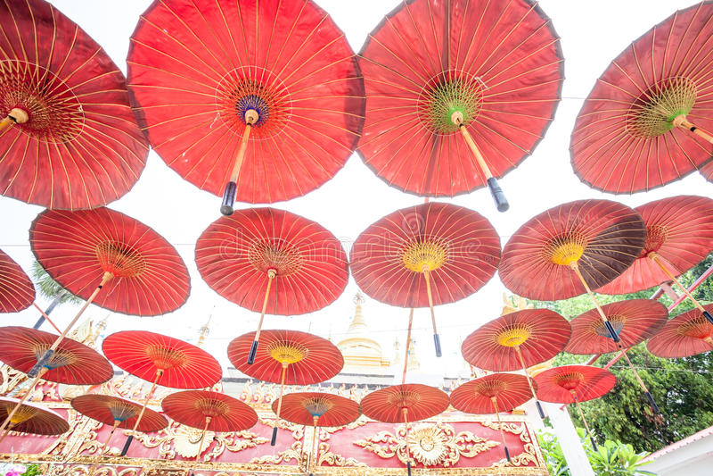 Hängande paraplyer royaltyfri fotografi