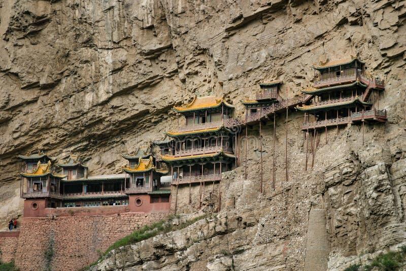 Hängande tempel eller Xuankong kloster som byggs in i en klippa i Hunyuan, Shangxi, Kina royaltyfria bilder