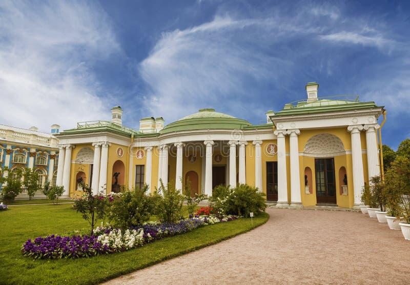 Hängande trädgård, den kalla badpaviljongen med agatrummen Tsarskoye Selo Pushkin royaltyfri bild