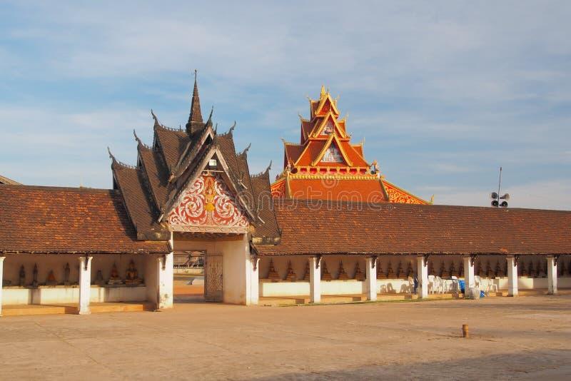 Hängd sidoingång av Pra Thart Ing, Savannakhet, Laos royaltyfri fotografi