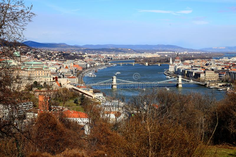 Hängebrücke mit Buda Castle in Budapest, Ungarn stockfotos
