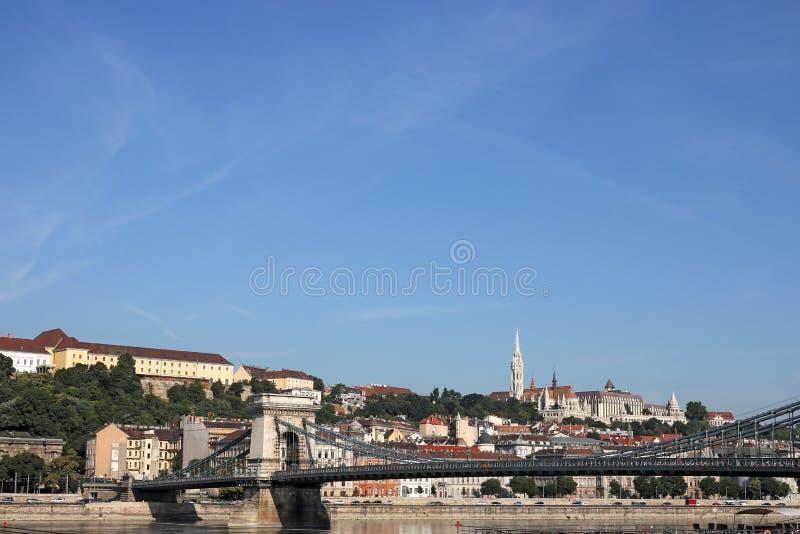 Hängebrücke- und Fischerbastion Budapest lizenzfreie stockbilder