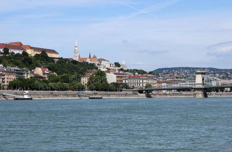 Hängebrücke- und Fischerbastion Budapest-Stadtbild lizenzfreie stockbilder
