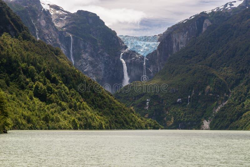 Hängegletscher Nationalparks Queulat, Chile lizenzfreie stockfotos