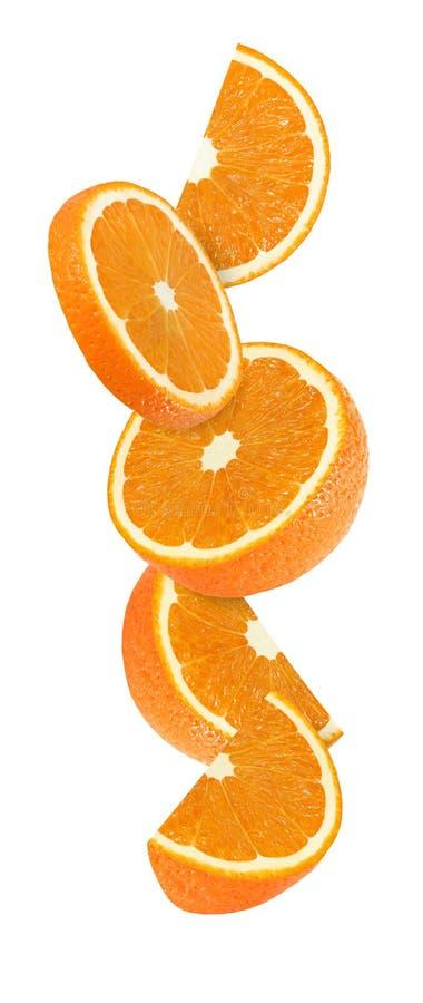 Hängen, Fallen und Fliegenstück orange Früchte lokalisiert lizenzfreie stockfotografie