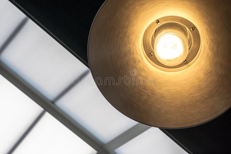Hängende Leuchte stockfoto