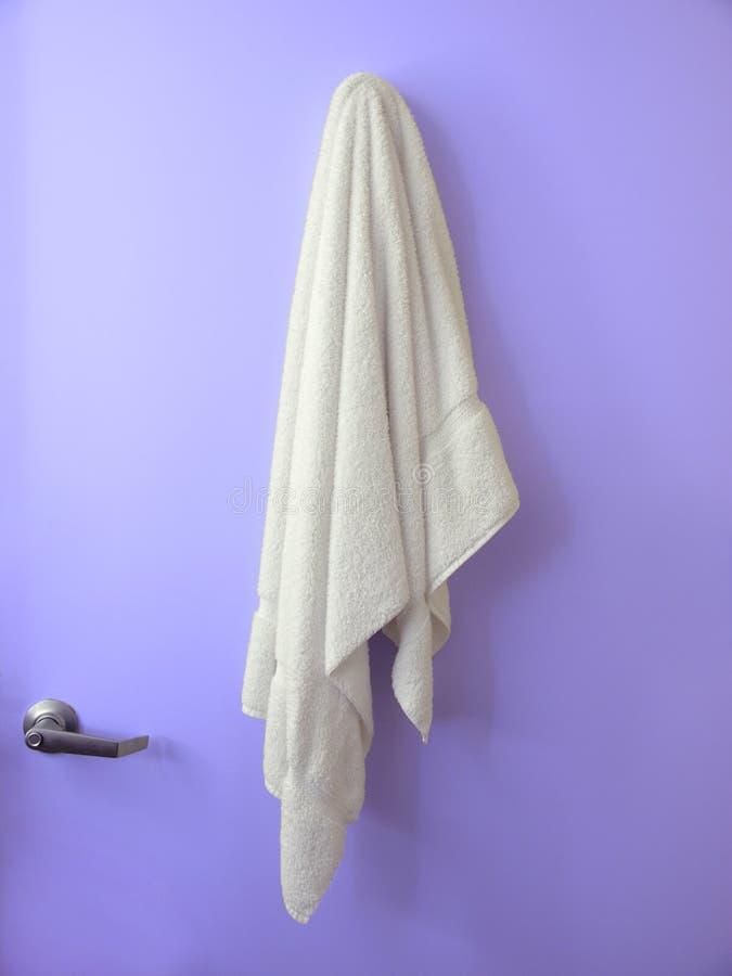 Hängende Tuch-Blautür stockfotos