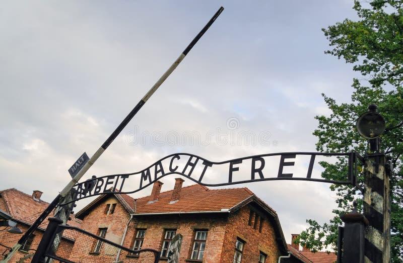 Hänrycka porten till den Auschwitz koncentrationsläger i Polen, Europa royaltyfria foton