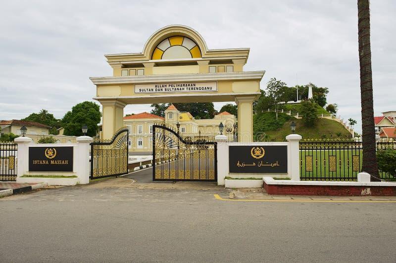 Hänrycka porten till slotten Istana Maziah för sultan` s i Kuala Terengganu, Malaysia arkivfoton