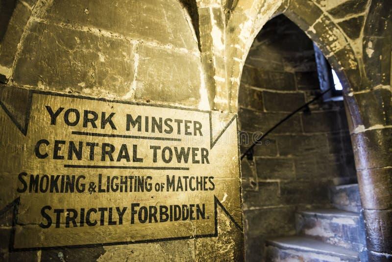 Hänrycka till taklägga av den York minsteren, i UKEN. Minsterdaten royaltyfri fotografi