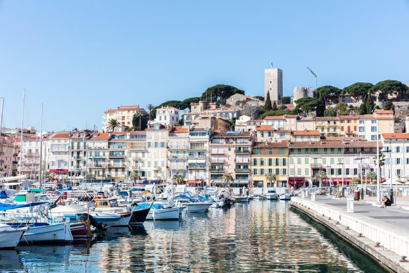 Härbärgera i Cannes, Cannes är den gamla staden i franska Riviera royaltyfria bilder