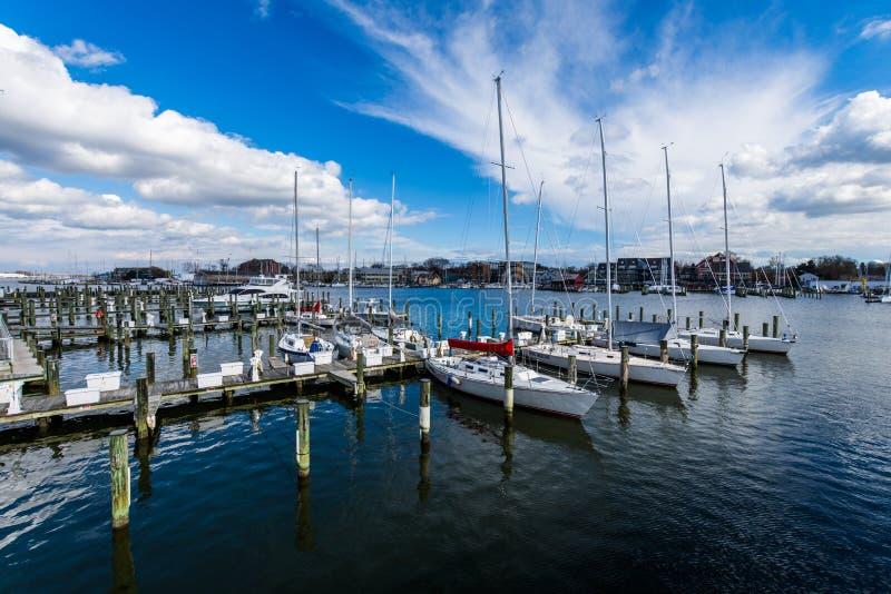 Härbärgera område av Annapolis, Maryland på en molnig vårdag med s fotografering för bildbyråer