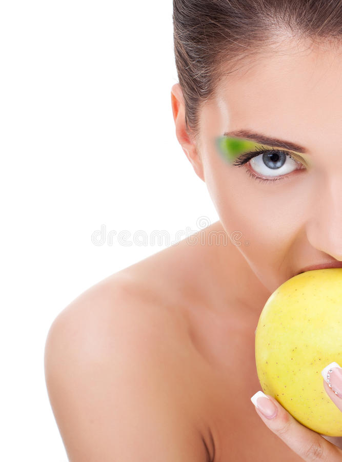 härlig äta kvinna för äpple arkivfoto