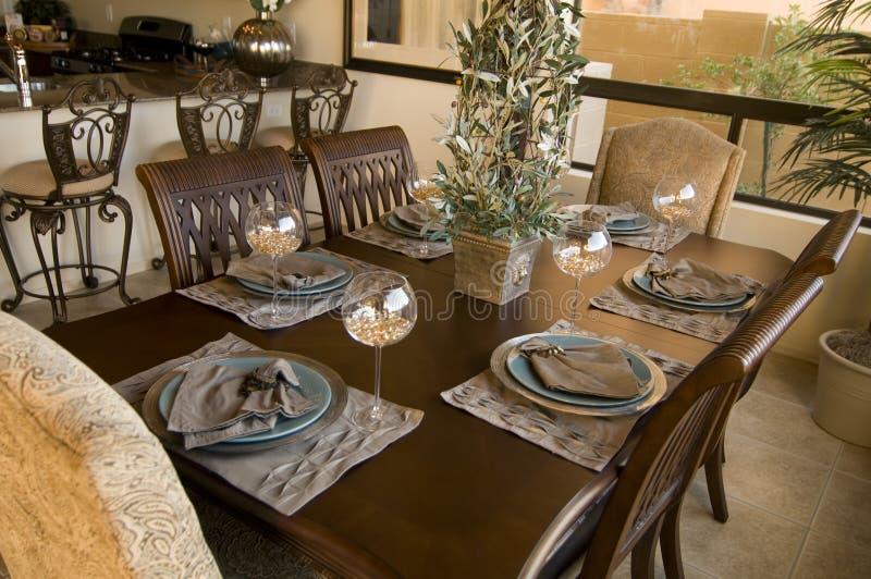 härlig äta middag home ny lokal för område royaltyfri fotografi