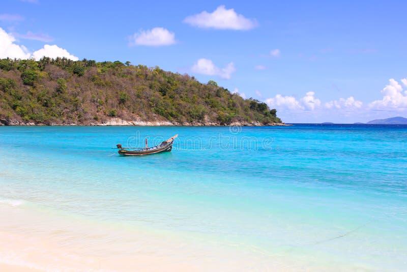 Härlig ö för havssikt arkivfoton