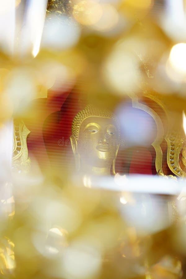 Härlig abstrakt Buddha med bokehbakgrund arkivbild