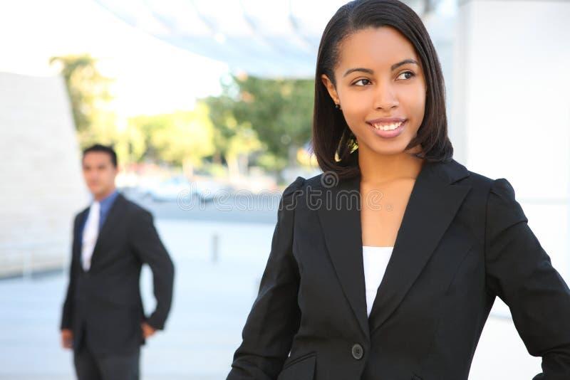 härlig affärskvinna för afrikansk amerikan royaltyfri bild