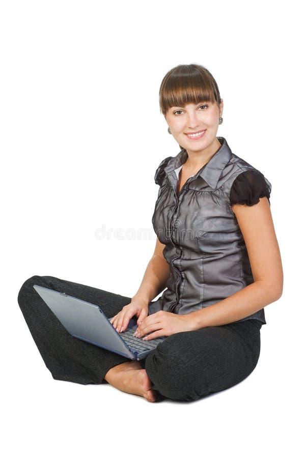 Härlig affärskvinna med bärbar dator fotografering för bildbyråer